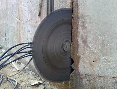 Tagli di pavimenti industriali per il passaggio di tubazioni; Taglio di ponti; Tagli di micropali; Tagli per apertura di finestre; Taglio di pannelli prefabbricati; Taglio per inserimento di sensori per apertura di portoni automatici.