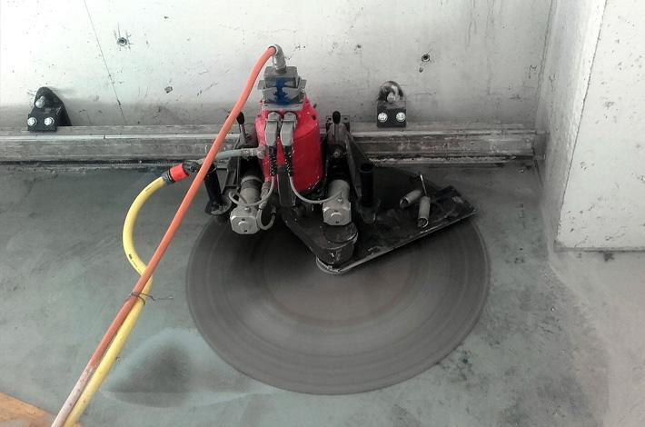 Tagli di pavimenti industriali per il passaggio di tubazioni; Taglio di strade e taglio di asfalto; Abbattimento barriere architettoniche; Taglio per inserimento di sensori per apertura di portoni automatici.